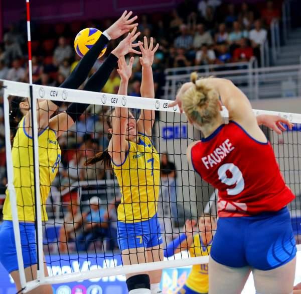 По средам в «Юности» классный волейбол!