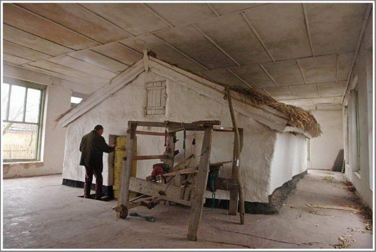 Кому на Запорожье принадлежал странный дом в здании-ангаре?