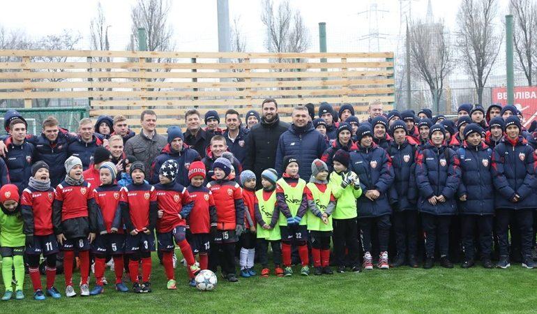 В Запорожье у футбольной школы «Металлург» появились еще 2 современные футбольные площадки