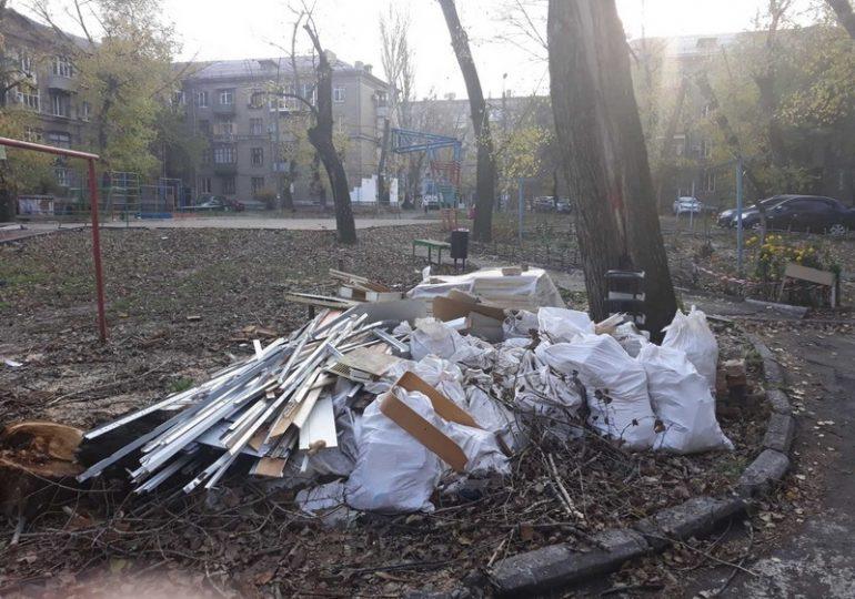 В Запорожье инспекция по благоустройству выявила 15 фактов захламления дворовых территорий