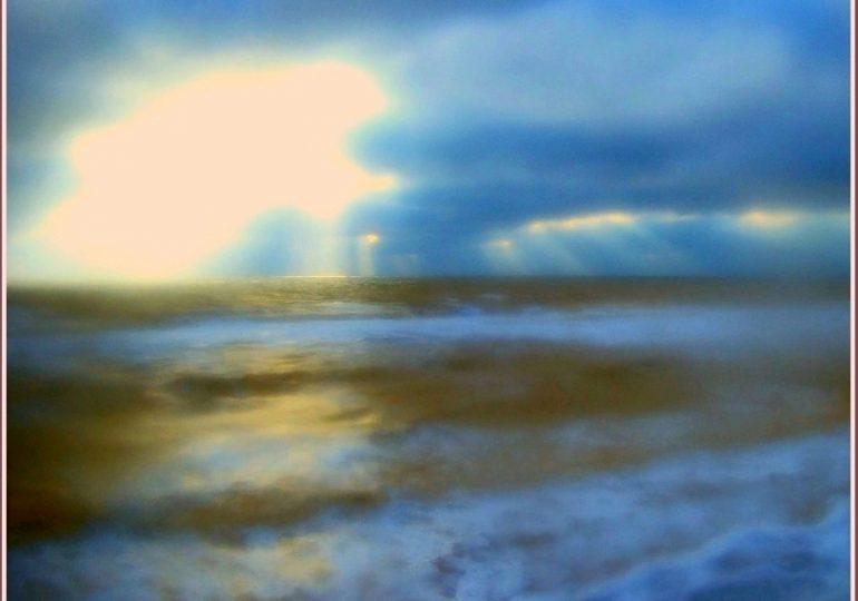 В Запорожской области  на море - сине-зеленый шторм