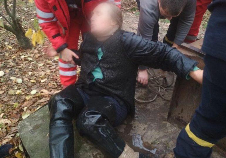 Рятувальники надали допомогу жінці, яка впала у колодязь