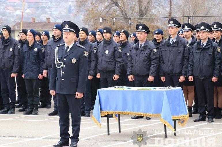 В Запорожье полицейские и школьники приняли присягу