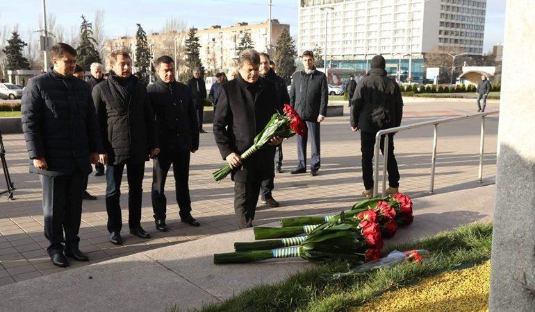 В Запорожье председатель Верховной Рады возложил цветы на площади Героев