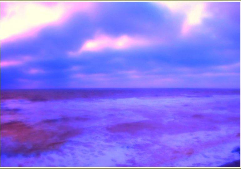 В Запорожской области на Азовском море наступило сиреневое утро