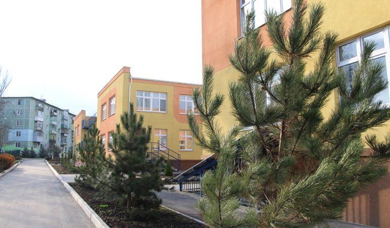 В Запорожье озеленили два детских сада
