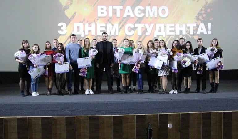 В Запорожье студентам показали киноновинку - фильм «Ангелы Чарли»