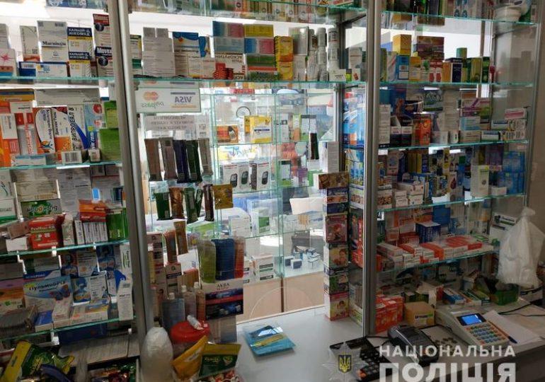 В Запорожье полицейские провели обыск в аптеке, где подконтрольные лекарства продавали без рецепта