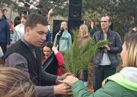 На Хортице высадили молодые деревья