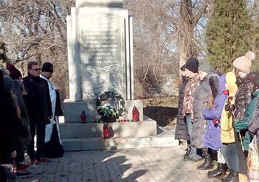 В Коммунарском районе Запорожья почтили память жертв Голодомора