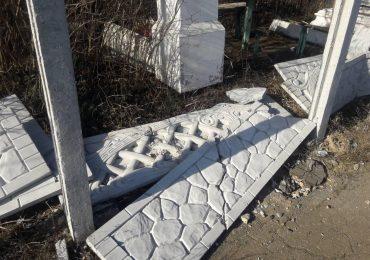 В Бердянске  разбили забор старого кладбища