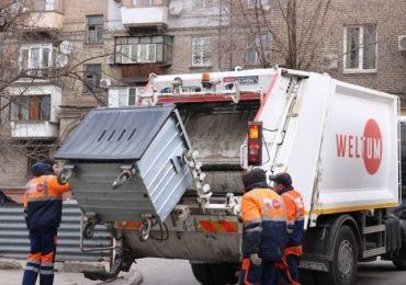 Запорожцев просят не выбрасывать листья в контейнеры для мусора