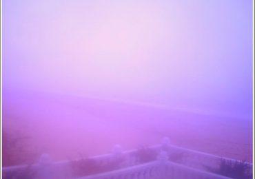 В Запорожской области на море - сиреневый туман