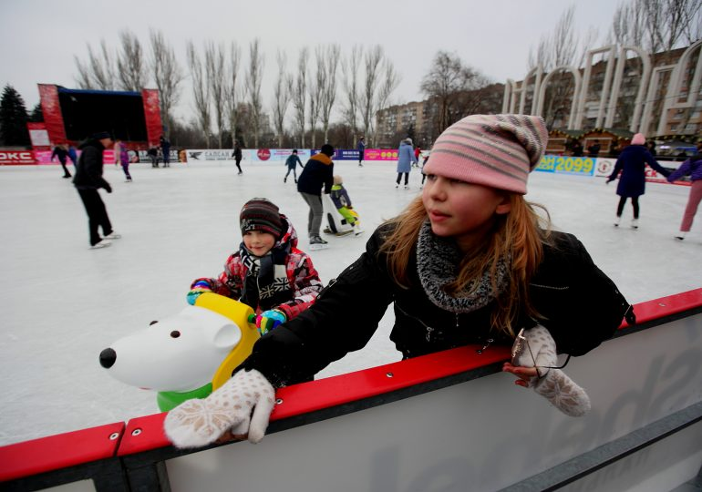 В Запорожье для детей бойцов АТО провели мастер-класс по катанию на льду (фото, видео)