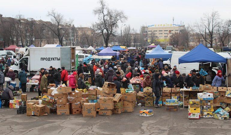 В Запорожье продолжается борьба со стихийной торговлей возле цирка