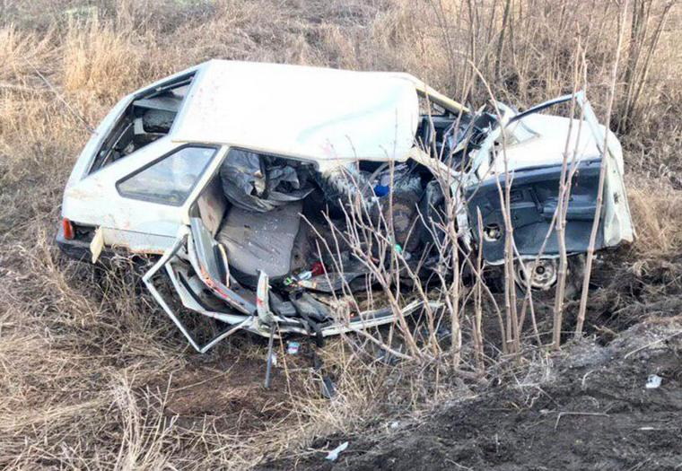 У Запорізькій області в результаті зіткнення легковика та вантажівки 2 осіб загинуло, двоє – в лікарні