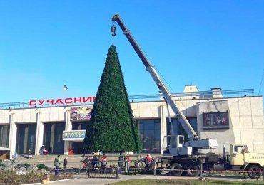 В Энергодаре установили главную городскую елку