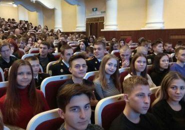 В Запорожье воспитанники Січового колегіуму побывали на необычном спектакле