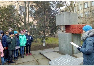 В Бердянске открыли мемориальную плиту на месте битвы махновцев с большевиками