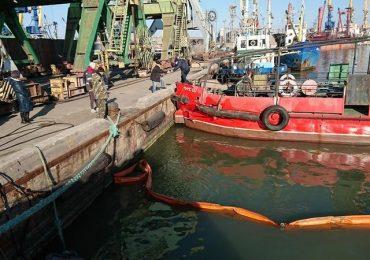 В порту Бердянськ ліквідували умовний розлив нафти