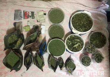 У Мелітополі поліцейські вилучили близько 2 кілограмів марихуани
