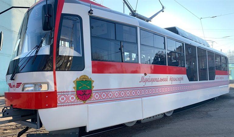 В Запорожье вышли на линию еще два трамвая местного производства