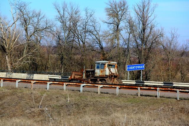Уникальный трактор на трассе Запорожье - Бердянск (видео)