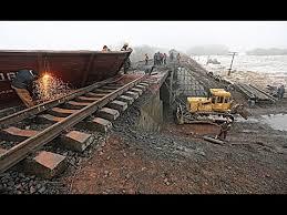 Последствия взрыва и восстановление ж/д моста в Запорожской области (фото)