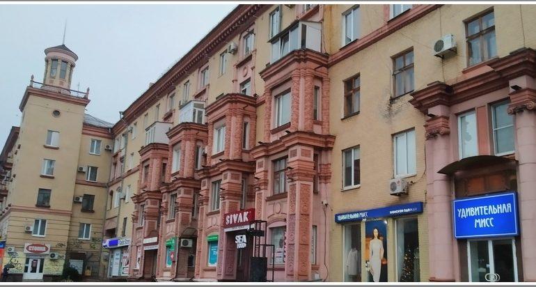 Портрет запорожского героя на доме с тремя адресами