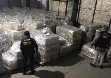 В Запорожье полицейские изъяли из незаконного оборота почти 45 000 бутылок неучтенного алкоголя