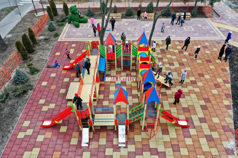 В Мелитополе открыли детскую площадку за полтора миллиона