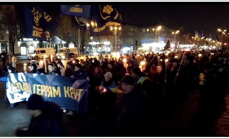 Запорожцы организовали факельное шествие, посвященное памяти героев Крут