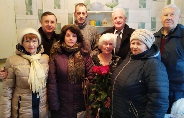 В Бердянске поздравили с 90-летием ветерана завода «Азовкабель»