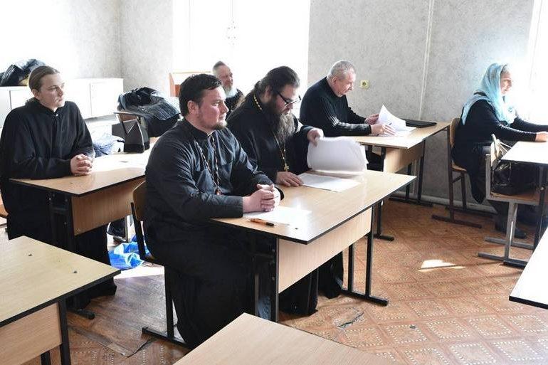 В Запорожье магистрам богословия вручили дипломы
