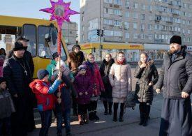 В Энергодаре горожан поздравляла рождественская маршрутка