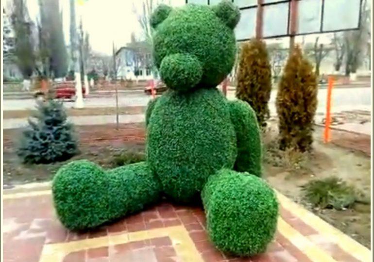 В Мелитополе замечен огромный зеленый медведь