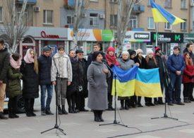 "В Мелитополе сотни горожан участвовали в акции ""Ланцюг єднання"""