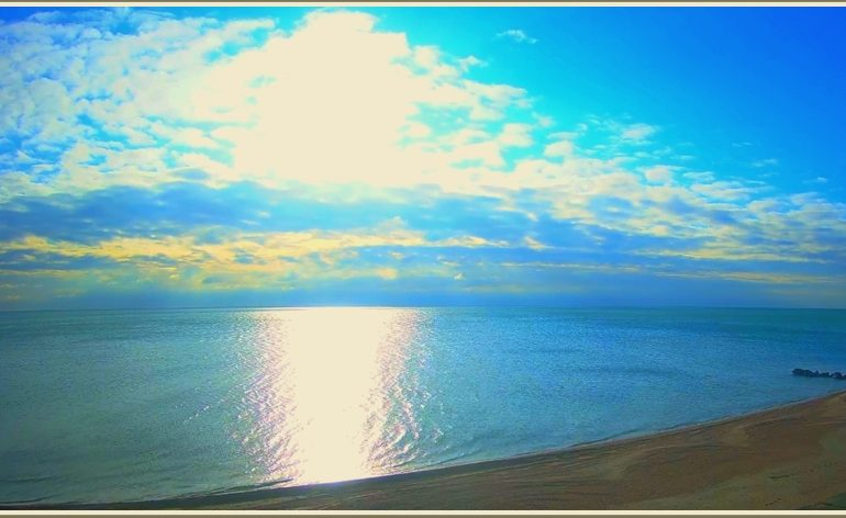 Утро на море в запорожской Кирилловке: почти по Айвазовскому)