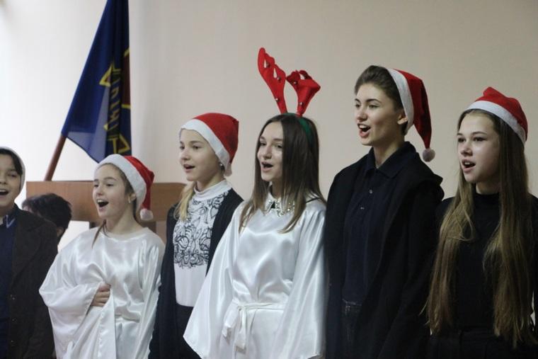 В Запорожье юные музыканты поздравили военнослужащих с рождественскими праздниками