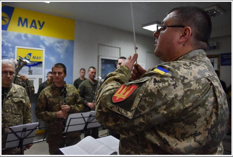 В Запорожье в аэропорту будет играть военный оркестр 55-й артбригады «Запорізька Січ»