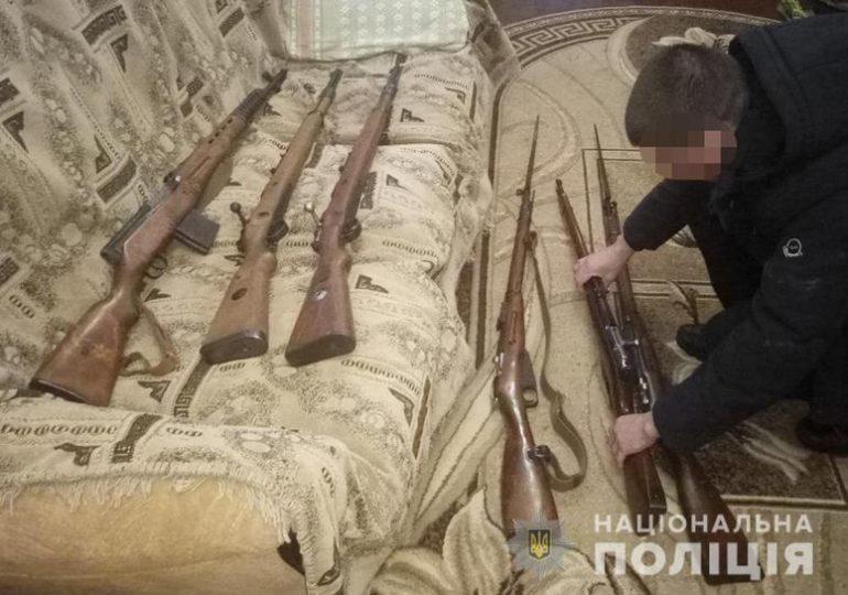 У Бердянську поліцейські вилучили у місцевого мешканця зброю
