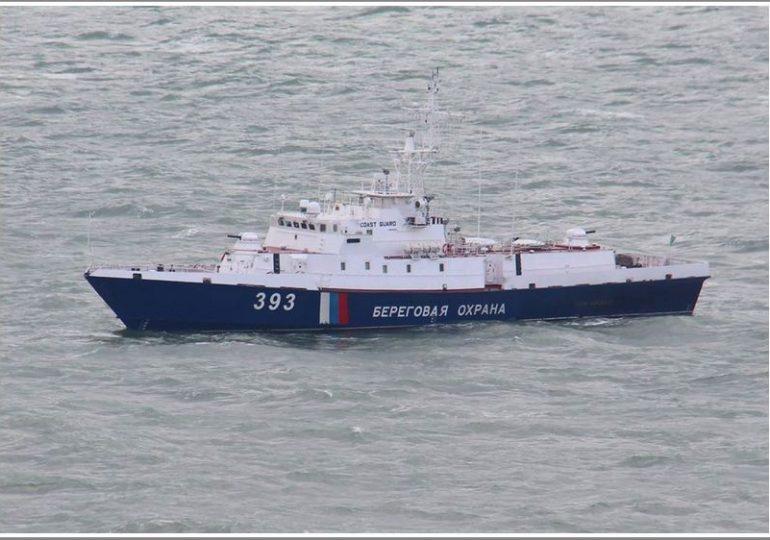 В Азовском море украинский вертолет отогнал от берега рашистско-фашистский  корабль-разведчик