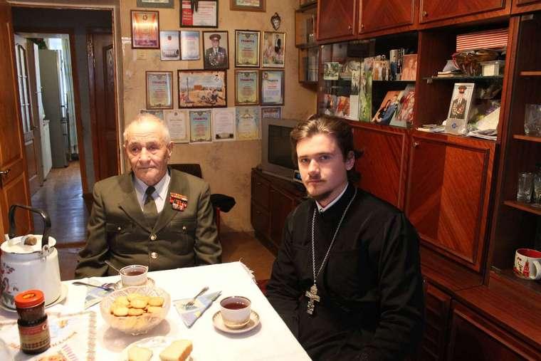 В Запорожье священники навестили пенсионеров и инвалидов, поздравив их с Рождеством