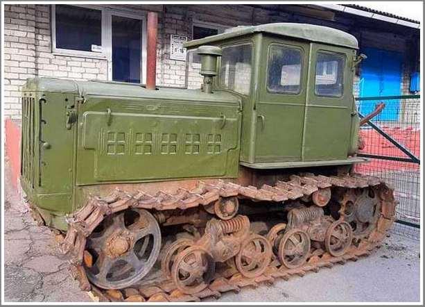 В запорожском музее техники «Фаэтон» появились трактор-целинник и необычный ЗАЗ-965