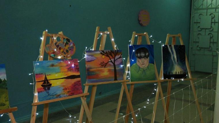 В Бердянске открылась выставка юных художников