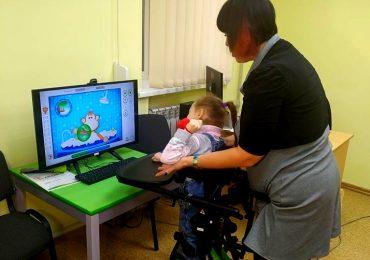 В Запоріжжі показали, як діти проходять реабілітацію в оновленному відділенні центру соцобслуговування