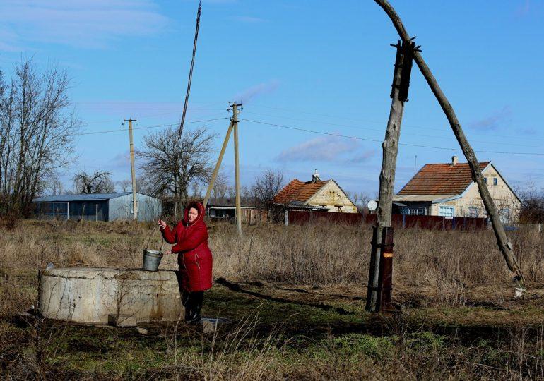 Больше месяца жители Новогупаловки остаются без централизованной подачи воды.