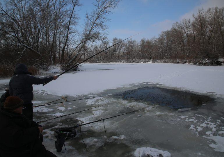 Запорожье заметает снегом (видео)