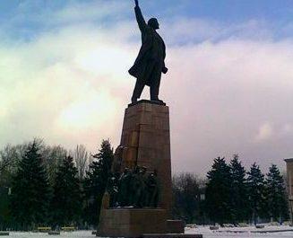 В Запорожье снесут постамент, на котором стоял Ленин