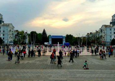 Вместо Ленина-фонтан и райские яблочки (фото, видео)